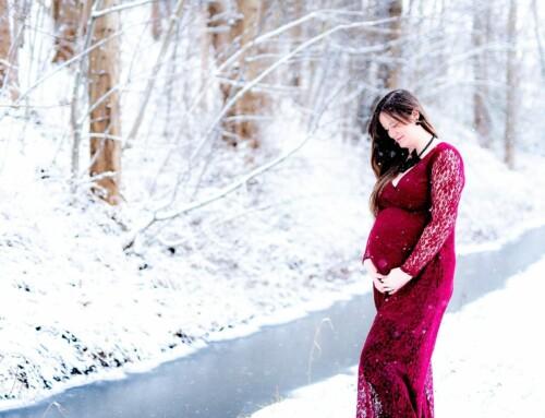 Een ijskoude, maar oh zo mooie sneeuw zwangerschapsfotoshoot met Lynn!