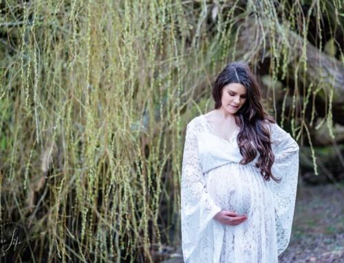 Een fijne zwangerschapsfotoshoot met Sarah in Domein Drie Fonteinen