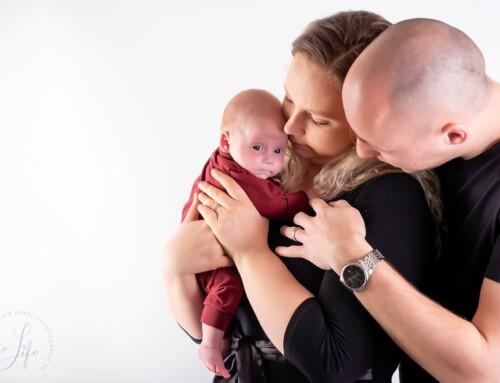 Loving Arms newborn fotoshoot met Eline